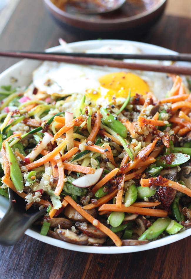 Quinoa Bibimbap - Korean Mixed Veggies Quinoa Bowl - recipe by SeasonWithSpice.com