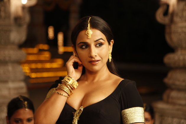 Wet Navel Vidya Balan Hot Photos from The Dirty Picture Cleavage