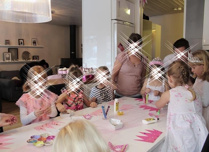 ohjelma lastenjuhliin syntymäpäivät kruunu askartelu