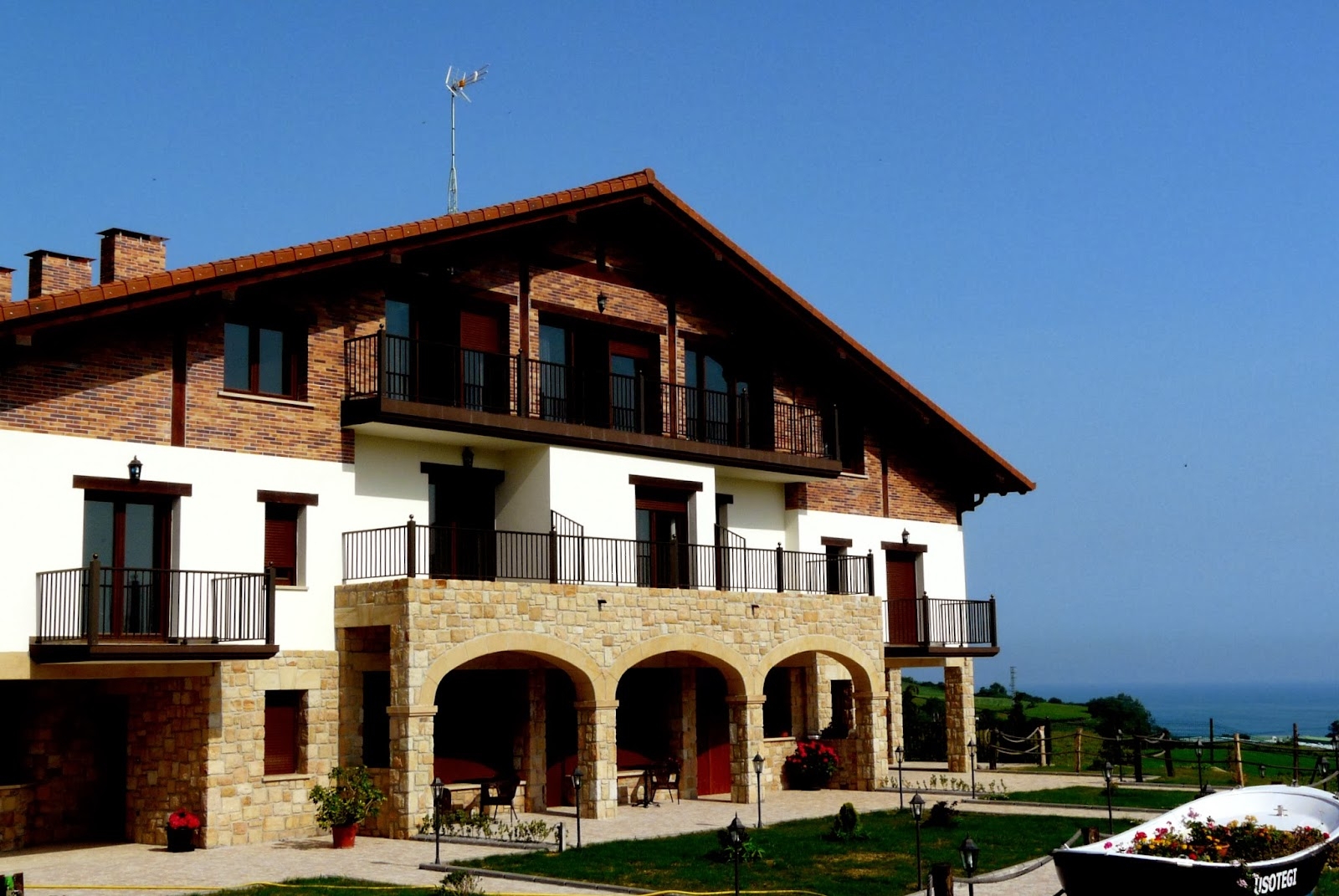 Usotegi agroturismo casa rural getaria guip zcoa pa s vasco - Casas pais vasco ...