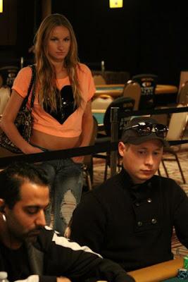 sexy poker women 640 09 [Gambar] Pemain Poker Wanita Yang Cantik Dan Seksi