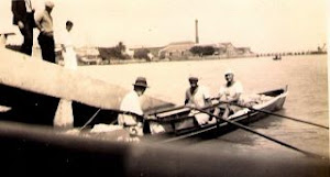 Partiendo del Colonia Rowing Club hacia el Club Remeros Escandinavos (Tigre) en 1932 Foto Album Nor