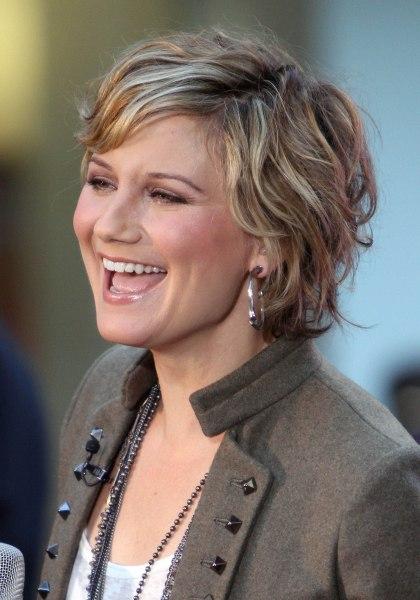 Jennifer Nettles beautiful attractive Hairstyles.