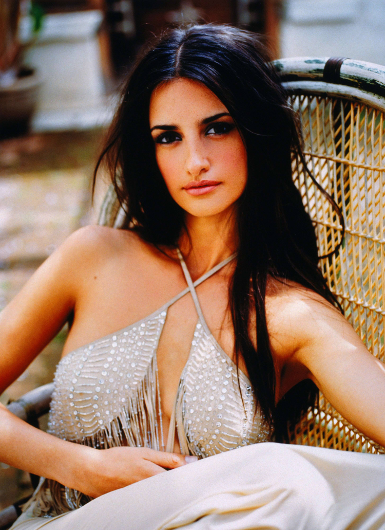 Fresh Look Celebrity Penelope Cruz Hairstyles 41