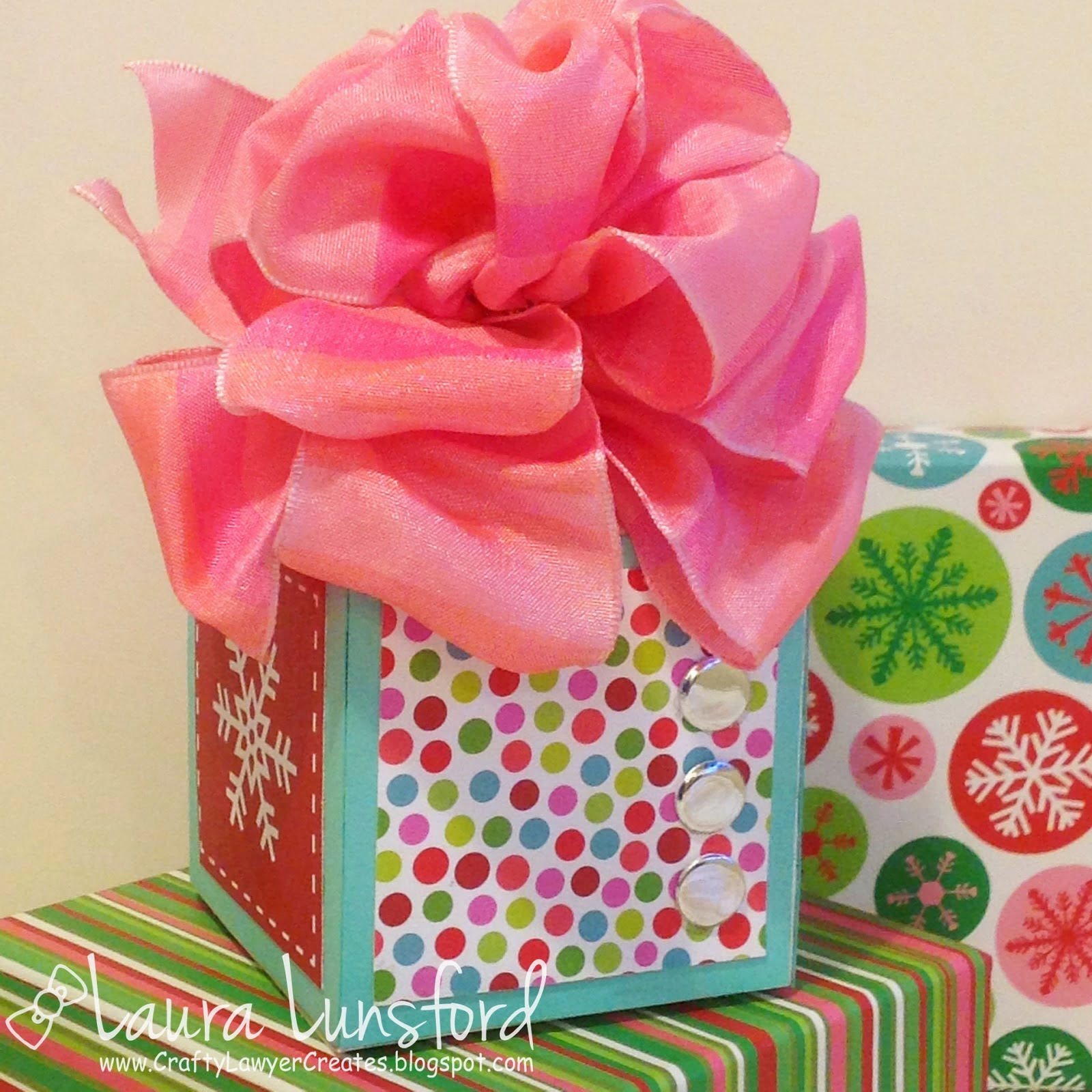 http://craftylawyercreates.blogspot.com/2015/01/little-quick-bowdabra-bow-tutorial.html