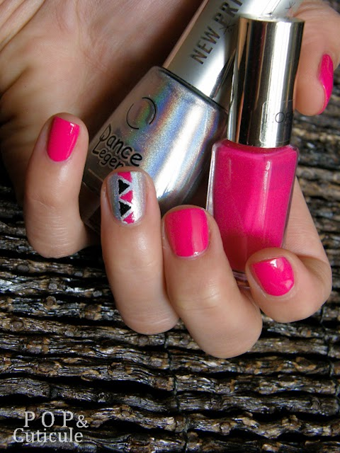 Pop & Cuticule, Nail art été rose graphique triangle