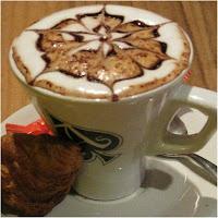 Cafeteria del Casino de Asturias en Gijon – Taza de cafe decorado con su espuma