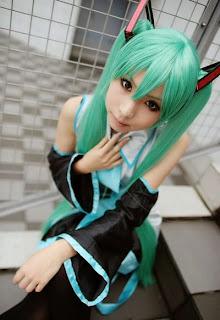 Kanda Midori cosplay as Vocaloid Hatsune Miku