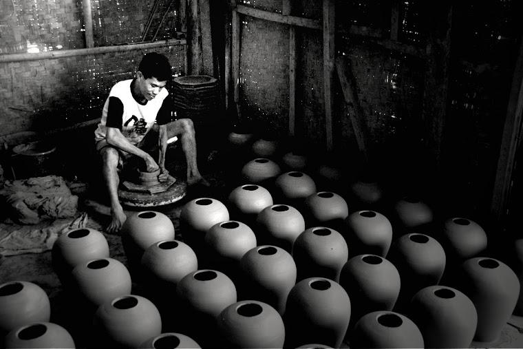 Membuat Keramik. 2011