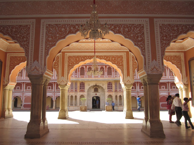 Golden Triangle Tour, Travelogue, Rajasthan, Jaipur, India, Heritage, Albert Hall Museum, Hawa Mahal, Jantar Mantar, City Palace Jaipur, Sawai Man Singh Museum, Blue Pottery,