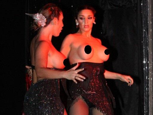 Topless De Ayelen Paleo Y Violeta Lo Re En La Obra Teatral Tota