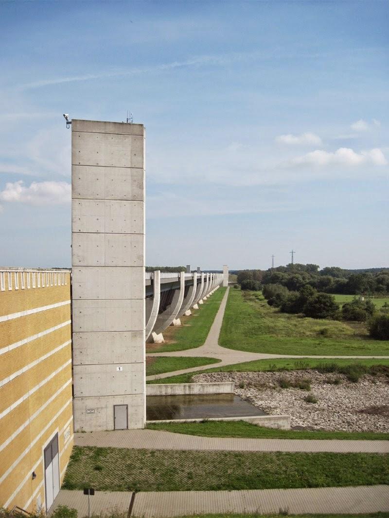 Magdeburg water bridge: Western abutment — Das westliche Widerlager der Kanalbücke.