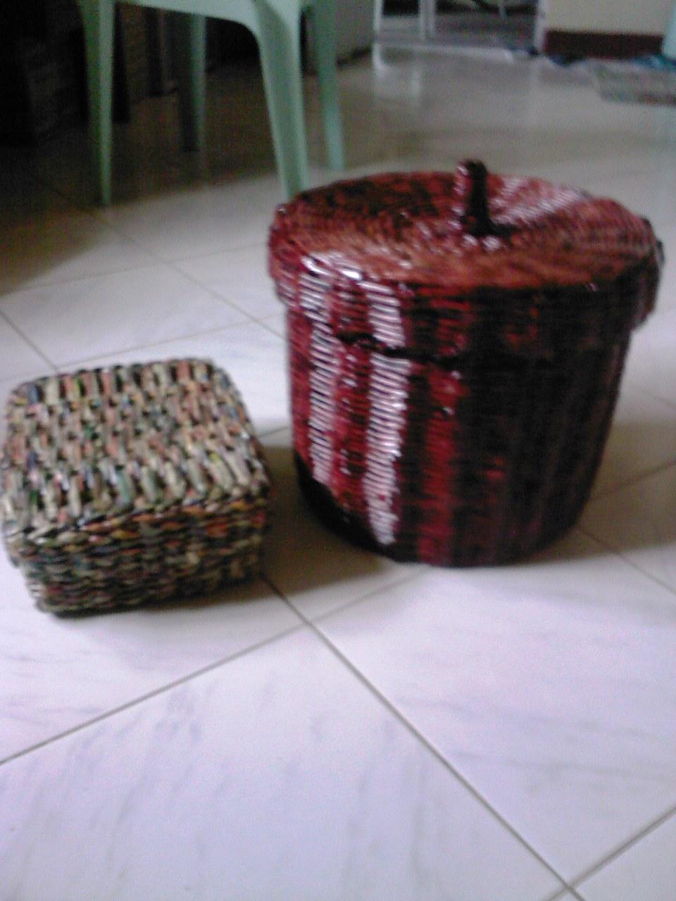 Basket mula sa lumang dyaryo at papel sa Villa de Calamba!