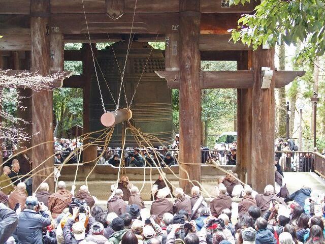 大晦日を前に除夜の鐘の'試し突き'が行われた。