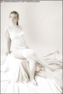 Casual Bottomless Girls - rs-yob_lnd_003_Linda_003_020-788658.jpg