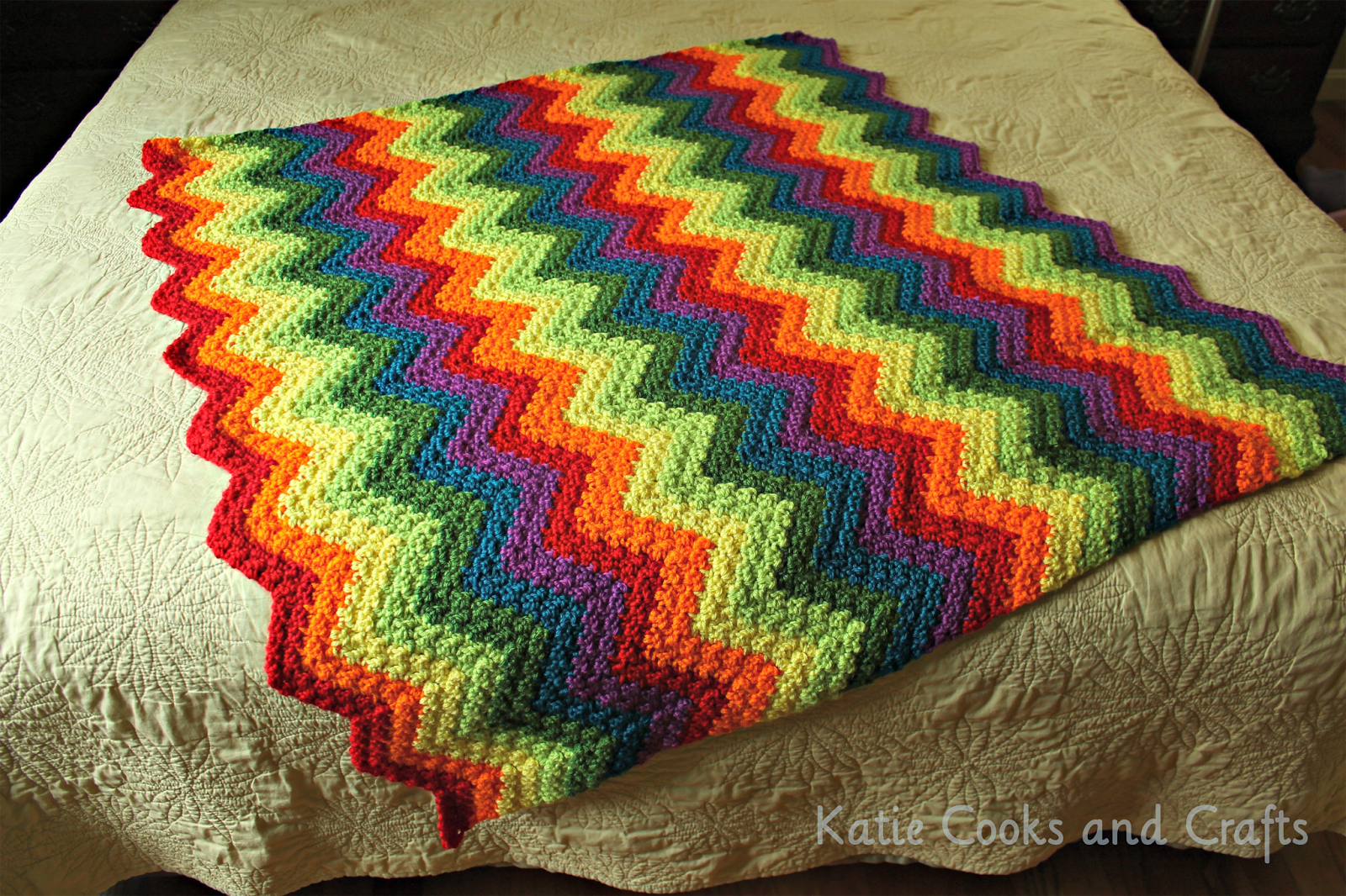 Crochet Pattern Afghan : Katie Cooks and Crafts: Rumpled Ripple Rainbow Crochet ...