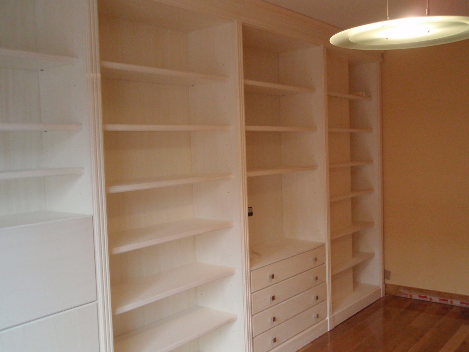 Mueble de pared completa a medida en madera lacada - Muebles de madera a medida ...