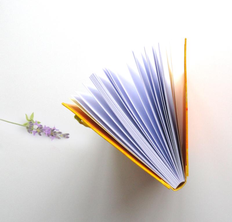 """Cuaderno artesano encuadernado y pintados a mano """"Colección Sunshine"""""""