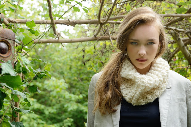 http://www.purlalpacadesigns.com/product/dilly-snood-knitting-kit/