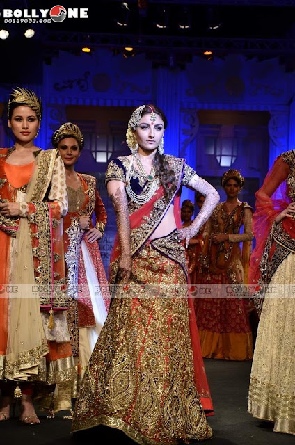 Soha Ali Khan rampwalk Vikram Phadnis Aamby Valley India Bridal Fashion week 2012