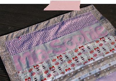 Babydecke Kuscheldecke Krabbeldecke Mädchen Patchwork Baumwolle Fleece Namen Webband rosa taupe beige nähen handmade