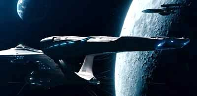 El Enterprise se ve en primer plano. Más atrás, se encuentra el Vengance, un poco por encima. Un tercio de la imagen es ocupada por la Luna, detrás de ambas naves. Mucho más allá del observador, se ve la Tierra.