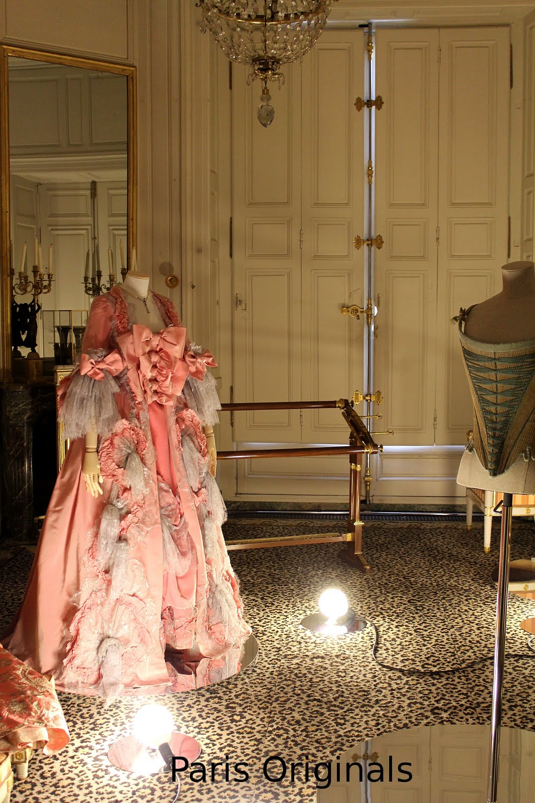 paris originals le xviiie au go t du jour the 18th. Black Bedroom Furniture Sets. Home Design Ideas