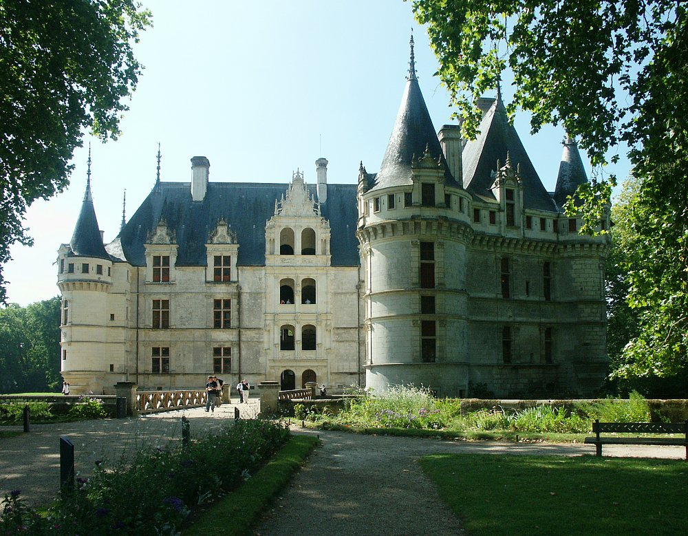 experience loire loire valley france tourism azay le rideau out of the water. Black Bedroom Furniture Sets. Home Design Ideas