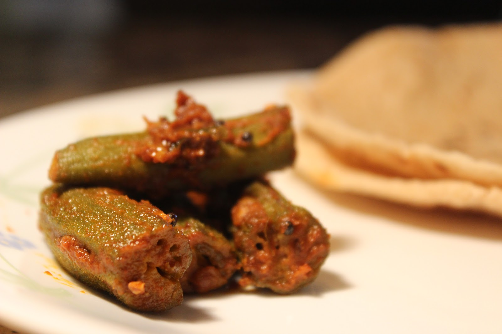 how to cook bharwa bhindi