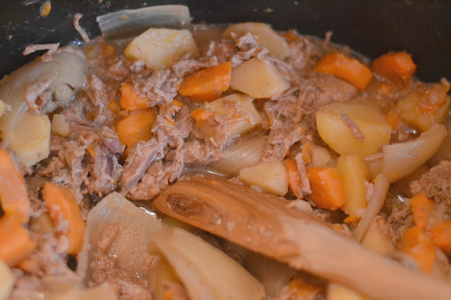 Easy Slow Cooker Beef Stew Recipe, fall soup recipes, beef stew recipe, easy beef stew recipe, recipes with beef, Pot roast recipe, Easy pot roast recipe, Beef Stew, crock pot recipes, slow cooker recipes, slow cooker pot roast, slow cooker beef stew, fall slow cooker soups