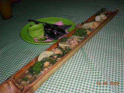 ayam dimasak dalam buluh) makanan tradisional masyarakat Iban, Sarawak