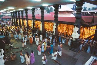 Devotees at Guruvayoor temple