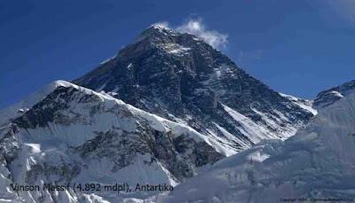 Vinson Massif (4.892 mdpl), Antartika
