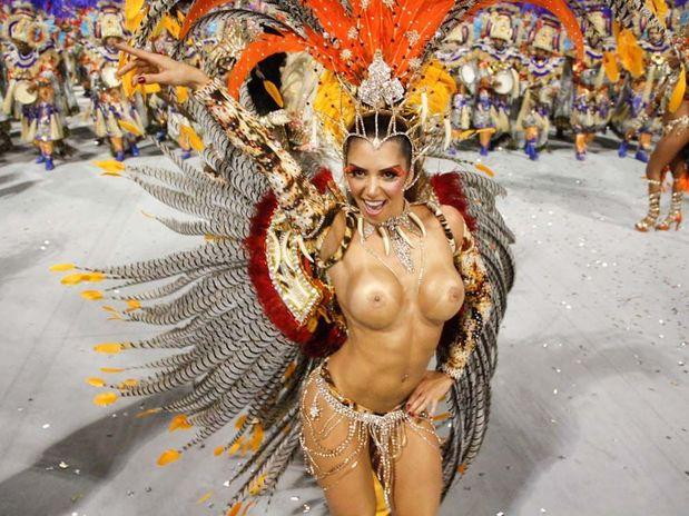 Peladas Do Carnaval Desfile Em S O Paulo No Segundo Dia