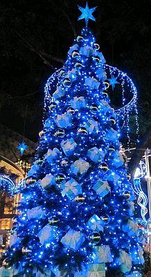 arboles de navidad color azul parte arbol de navidad blanco decorado con