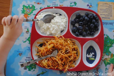 What to feed a toddler for breakfast, lunch, dinner, snack. Things my 2 year old eats.