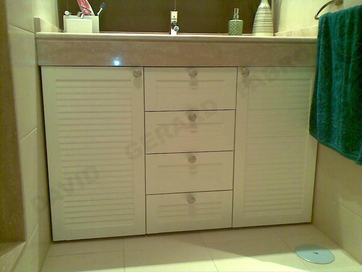 Mueble de aseo lacado color crudo