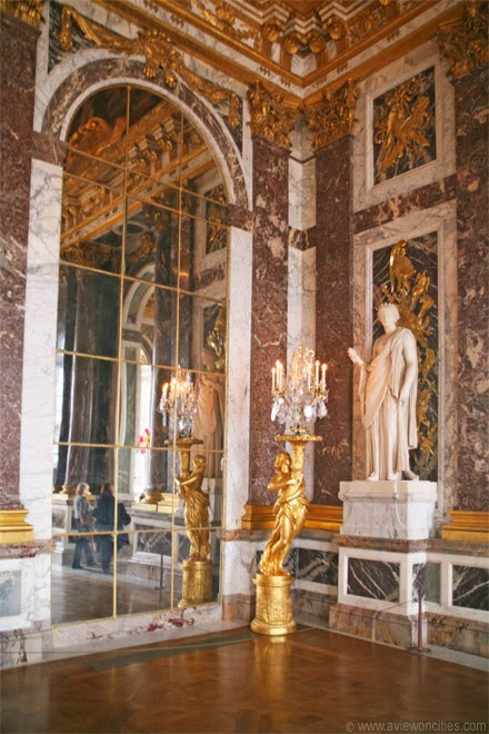 Detail-Hall-of-Mirrors-Versailles-Palace