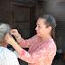 Sra. Zulema Canales de Villaseñor entrega aparatos funcionales.