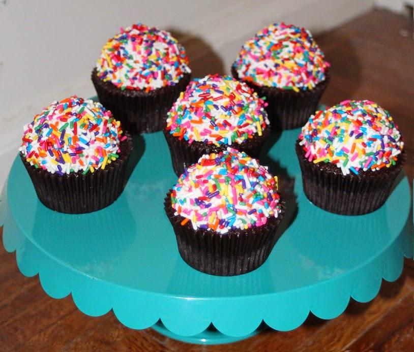 Julie Bakes Rainbow Cupcakes
