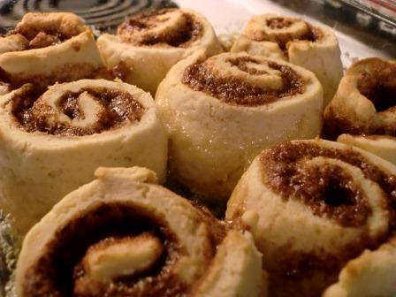The Brighter Side of Gluten Free: Cinnamon Buns