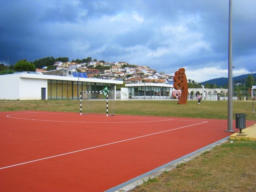 Campo de futebol e zona do Bar