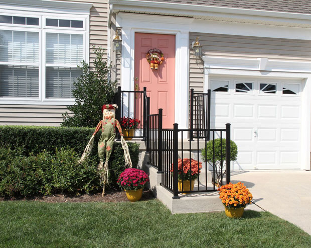 Metal Railing Designs: Improving the Balcony with the Best Railing ...