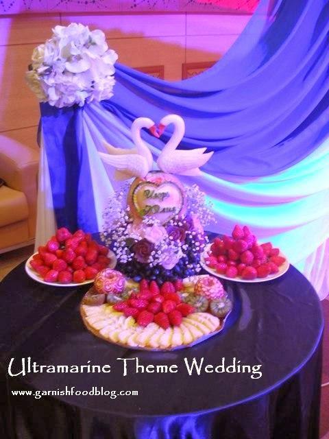 weddinbg head table decoration with fruits