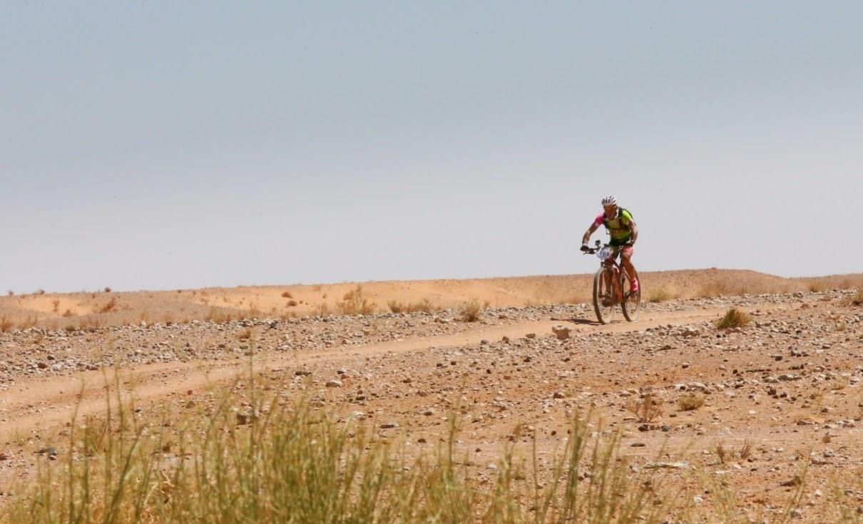 Atravesando-el-desierto-de-Erg-Chebbi