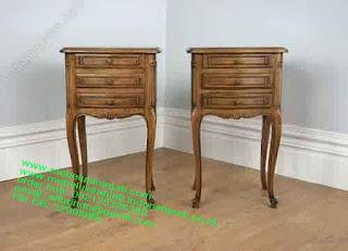 Mebel jepara mebel jati jepara mebel jati ukiran jepara nakas jati ukir klasik cat duco classic furniture jati jepara code NKSJ 176 NAKAS KLASIK UKIR JEPARA