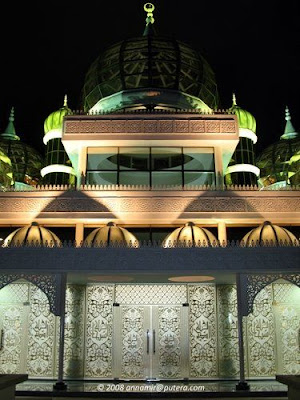 مسجد الكريستال ماليزيا get-11-2009-a3prec5j.jpg