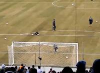 Messi mete Gol con dos balones