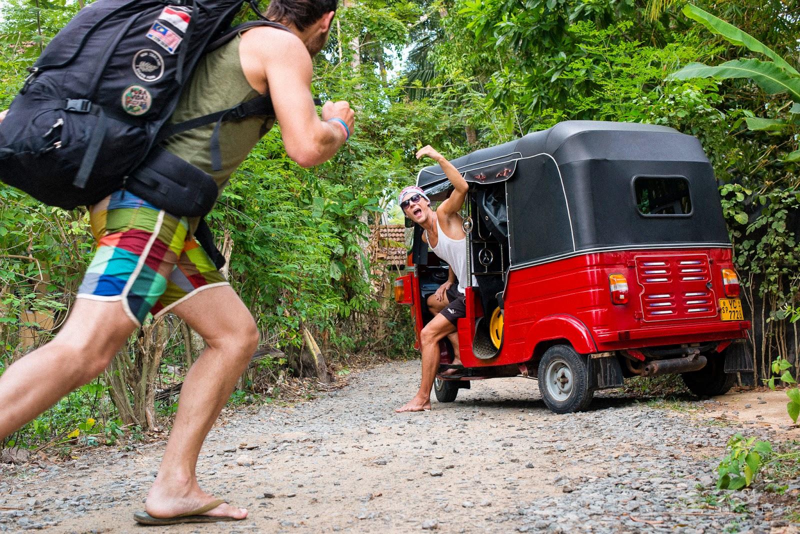 Arrivée de cee roo avec son tuktuk pour embarquement immédiat pour une semaine assez folle