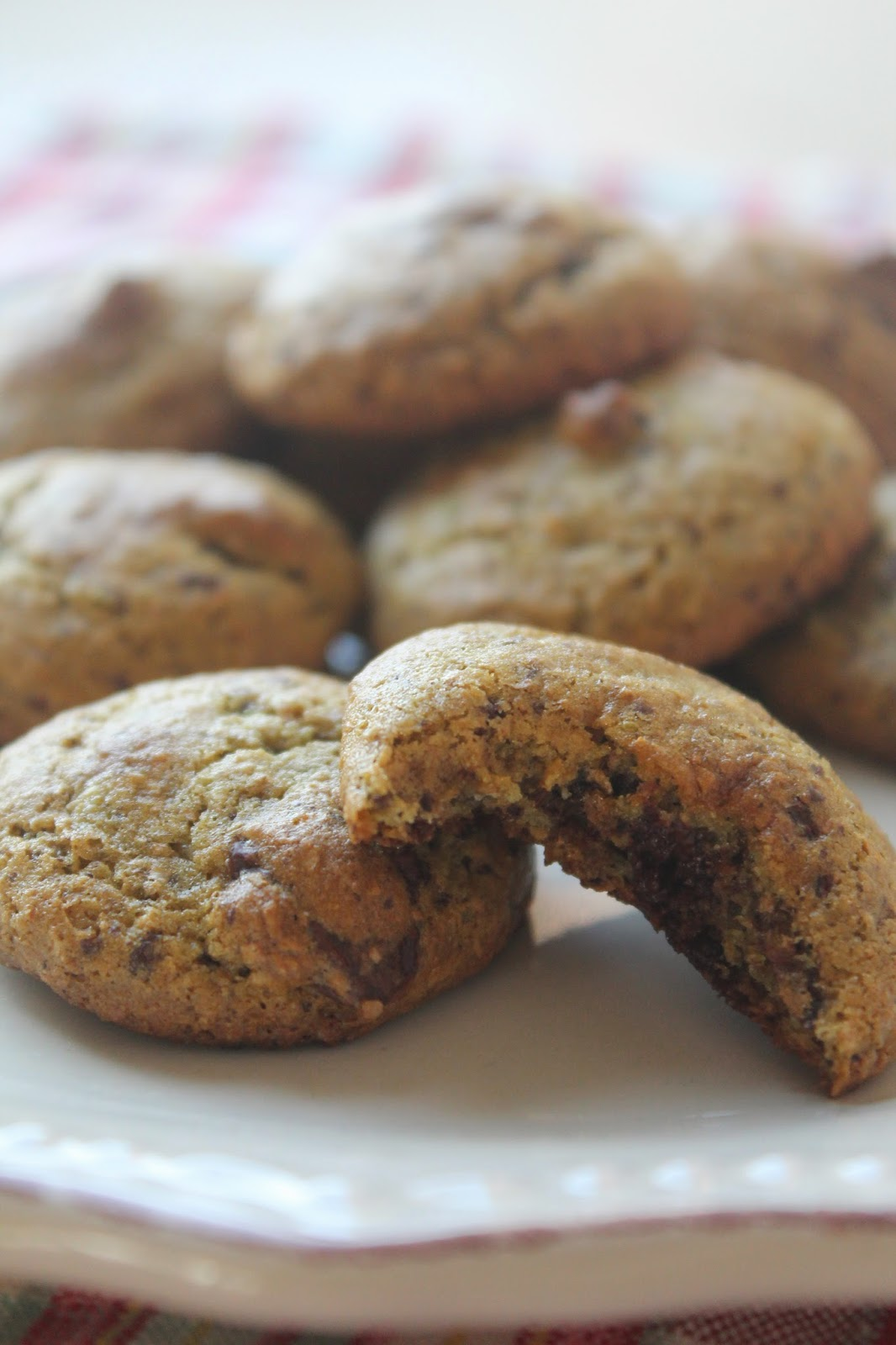 biscotti morbidi al cioccolato e avocado